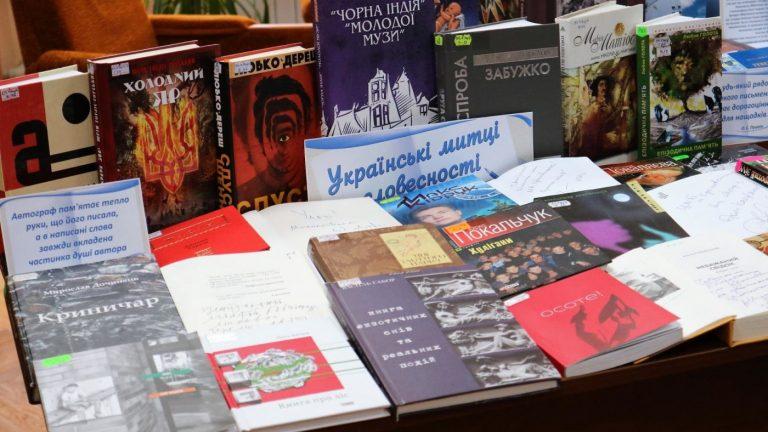 На книжную ярмарку в Николаеве приехало более 200 писателей, музыкантов и актеров